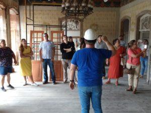 Comissão da Prefeitura de Ubatuba participa de visita a trabalho de restauro do Sobradão do Porto