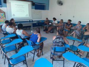 Secretaria de Educação de Ubatuba e comunidade do Camburi discutem melhorias na escola.