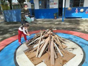 EMEI Dinorah monta fogueira para matar saudades dos alunos